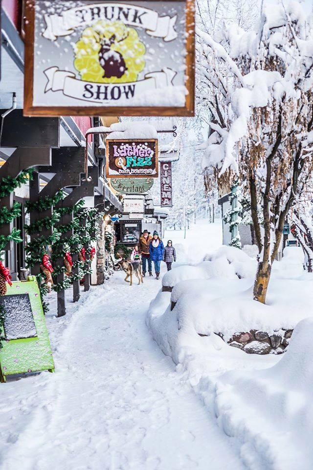 tahoe-trunk-show-cobblestone-shopping-center